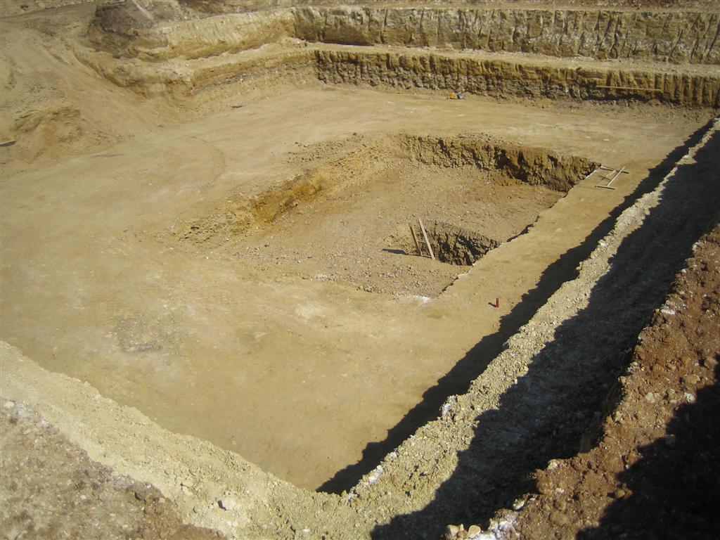 scavo pozzetto di scarico vasca di accumulo Termoli (Medium)